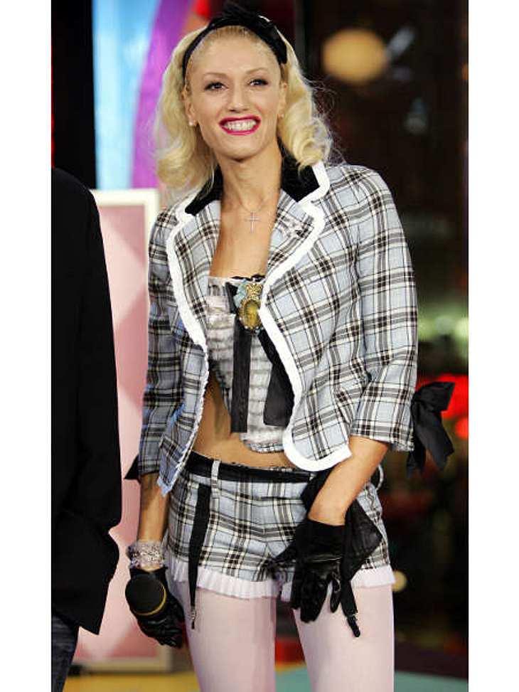 """Der Look von Gwen StefaniFür MTV """"TRL"""" 2004 holte Gwen Stefani diese süße Kombi aus ihrem Schrank."""
