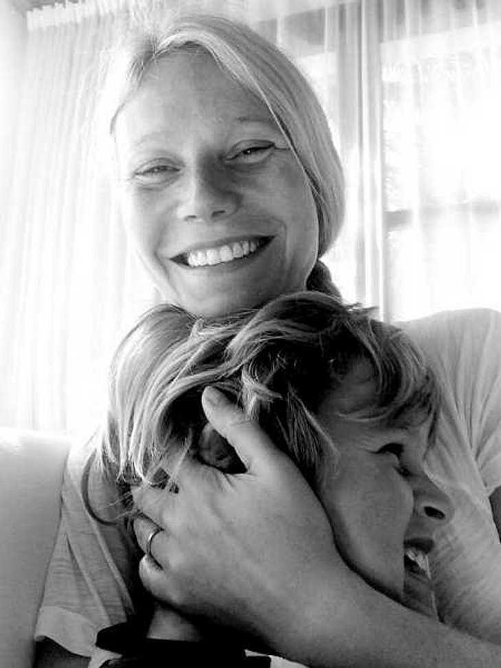 Gwyneth Paltrow knuddelt mit ihrem Sohn.