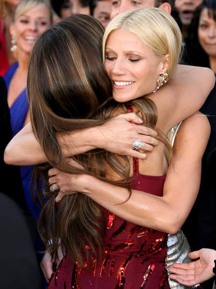 VIP-Kuscheln: Diese Stars haben sich liebVon ganzem Herzen kommt diese Umarmung von Gwyneth Paltrow und Penelope Cruz. Bei der Oscar-Verleihung sind eben alle ein bisschen sentimentaler als sonst.