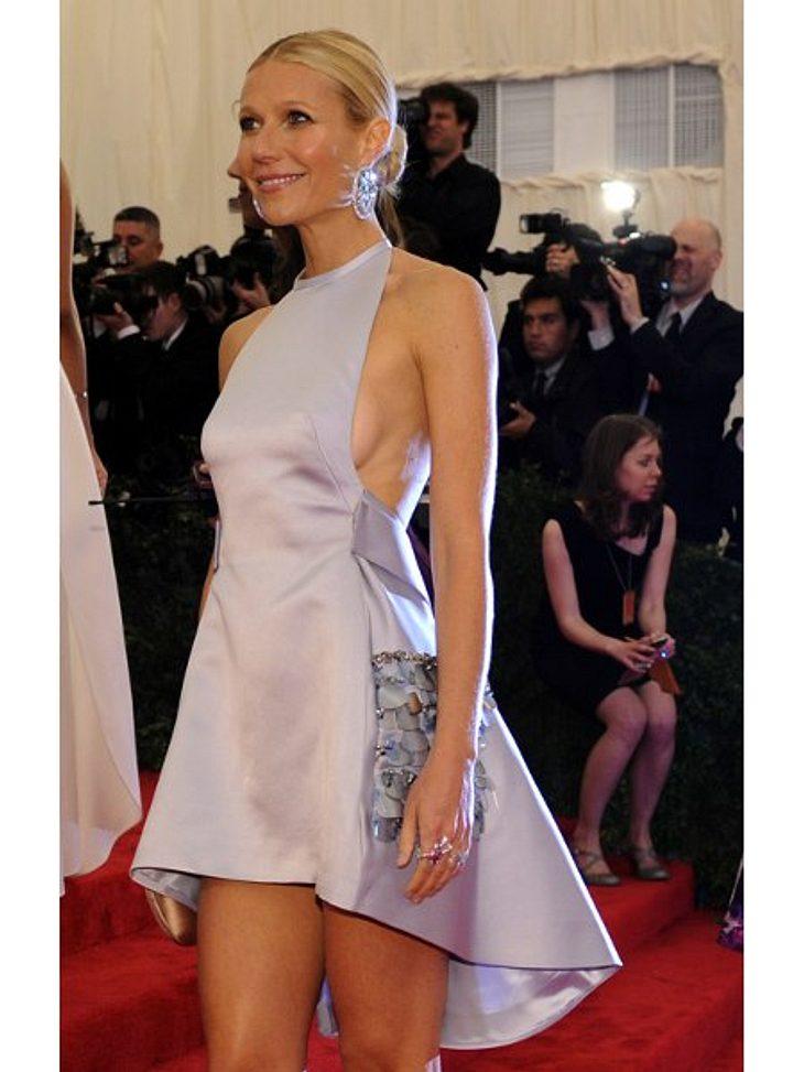 """Die Stars lieben Vokuhila-KleiderKürzer geht's kaum: Gwyneth Paltrow (39) kam im Silber-Mini zur """"Met Gala"""" in New York und präsentierte einen etwas verkürzten Vokuhila."""