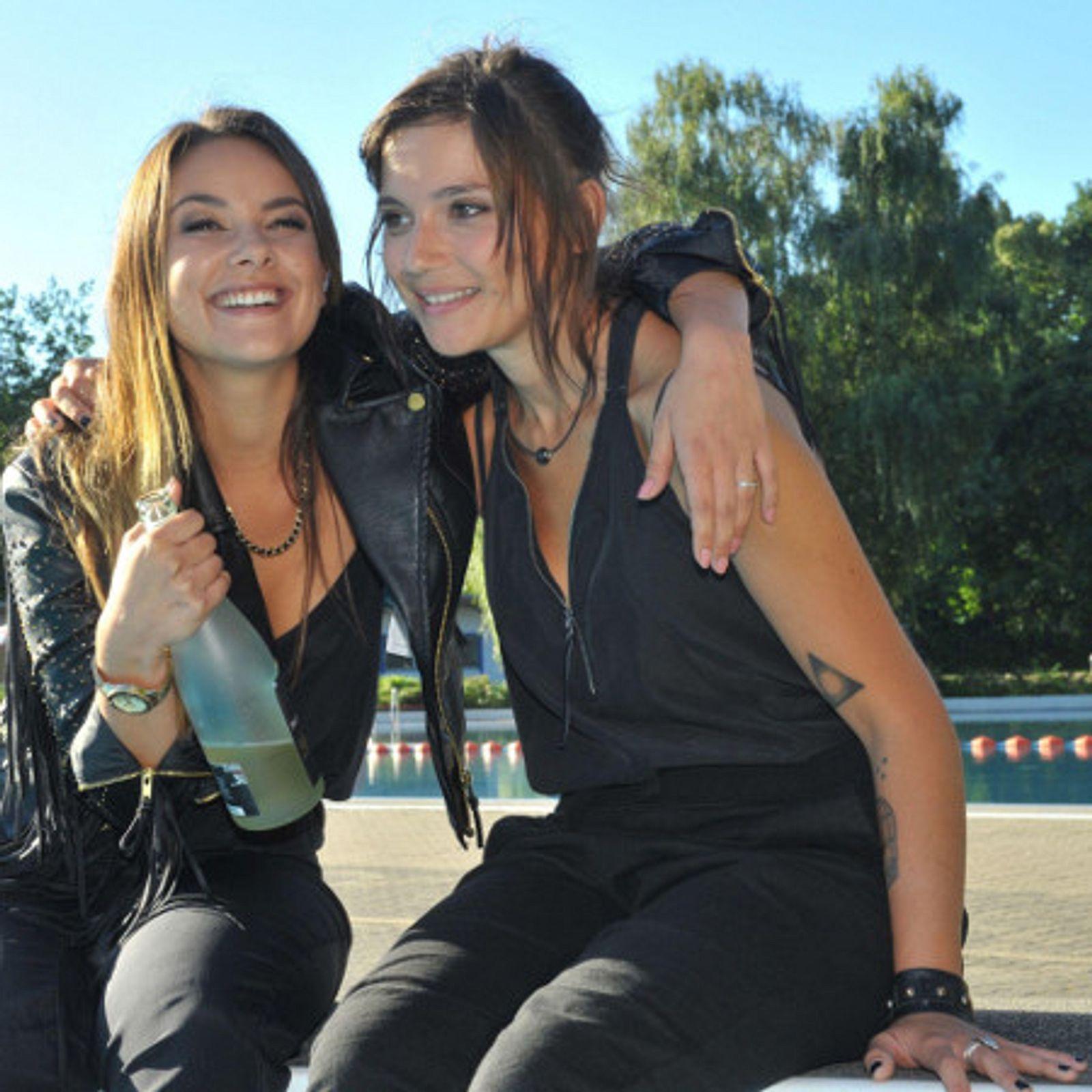 GZSZ: Jasmin und Anni planschen im Freibad! | InTouch