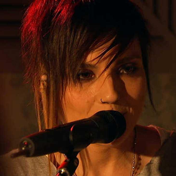 GZSZ: Kann Anni die Beziehung zu Jasmin mit einem Song retten?