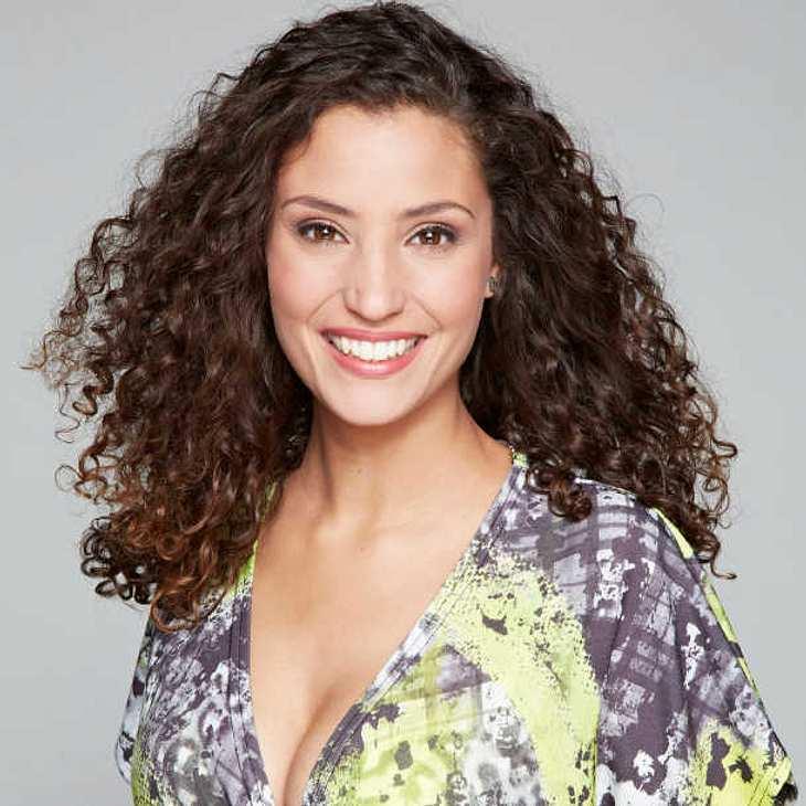 Nadine Menz gibt am Casting-Tag Autogramme