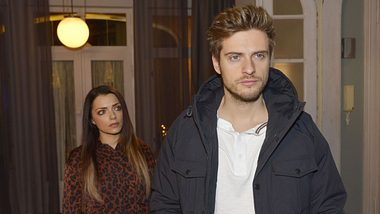 Philip (Jörn Schlönvoigt) und Emily (Anne Menden) - Foto: TVNOW / Rolf Baumgartner