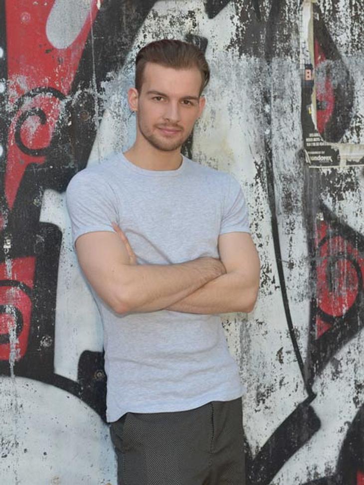 Eric Stehfest spielt DJ Chris Lehmann