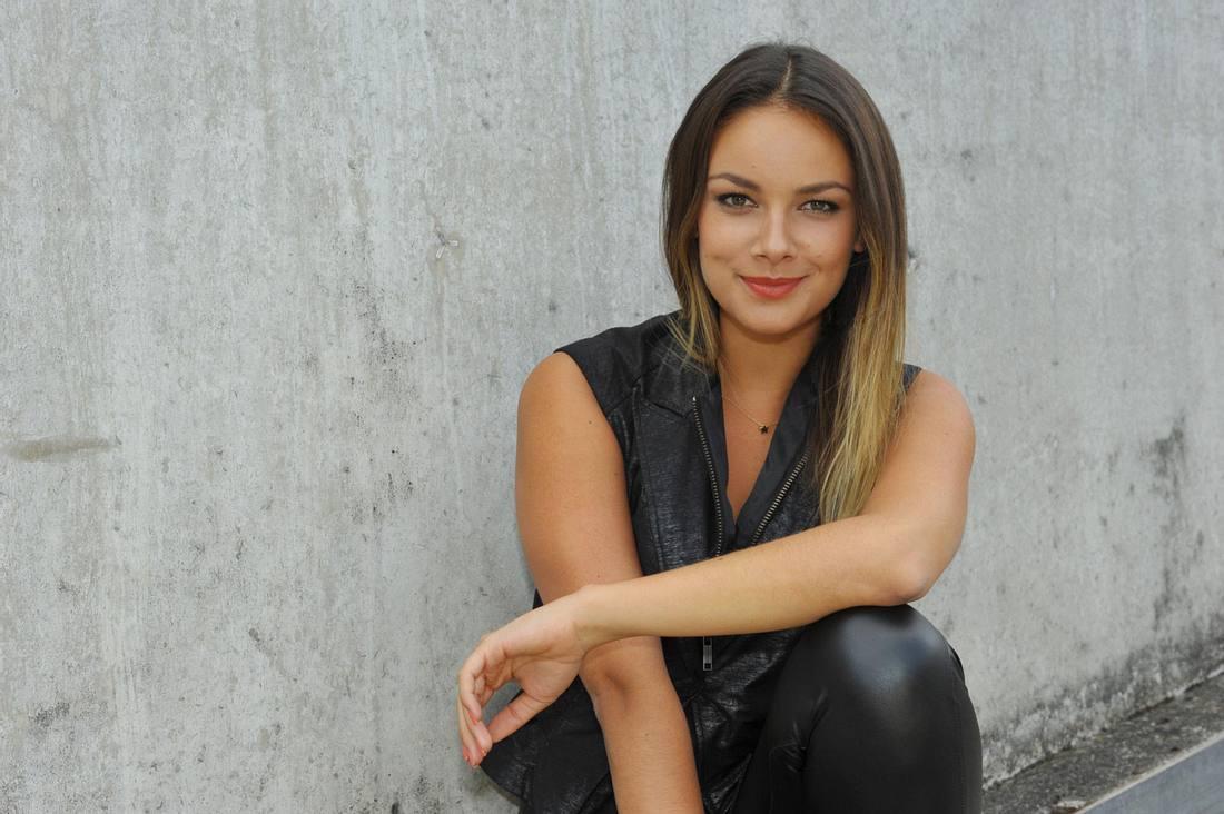 GZSZ-Beauty Janina Uhse nimmt Tränen-Jasmin mit Humor!