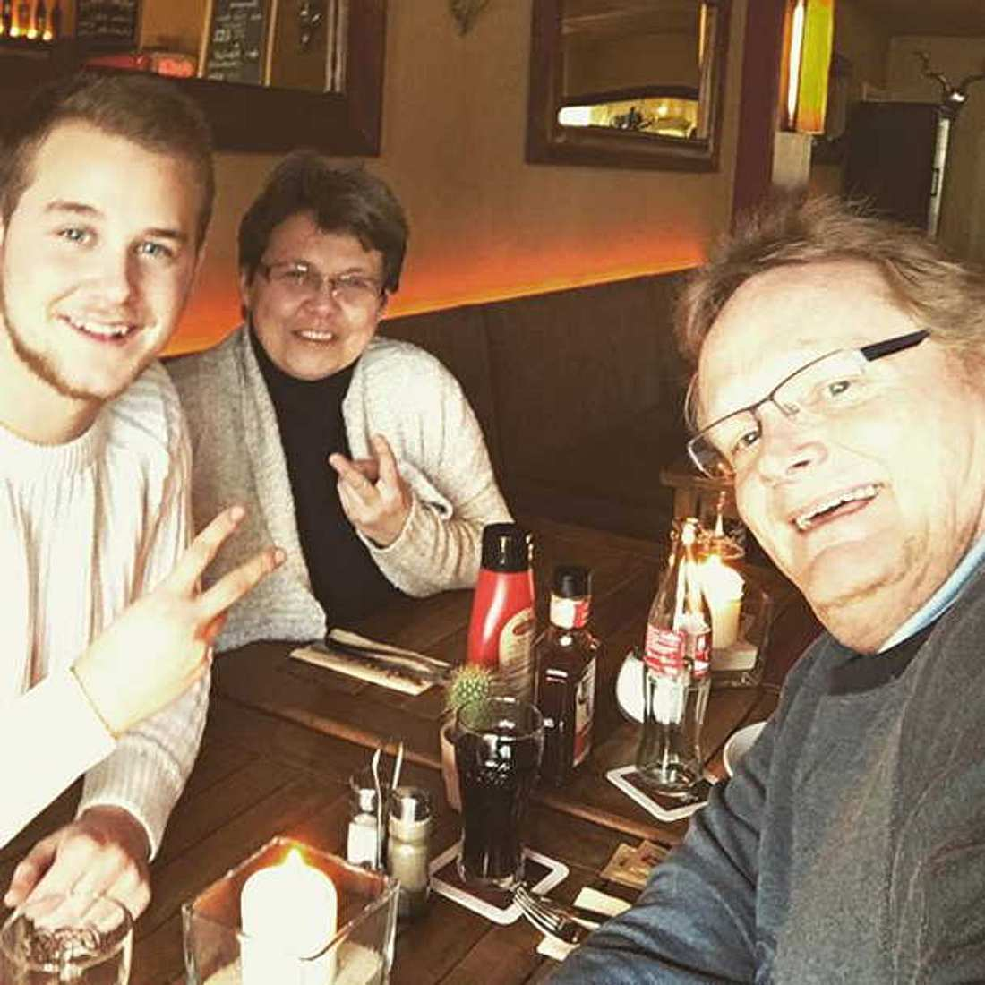 GZSZ-Jonas: Felix Van Deventer macht seinen Eltern eine zuckersüße Liebeserklärung!