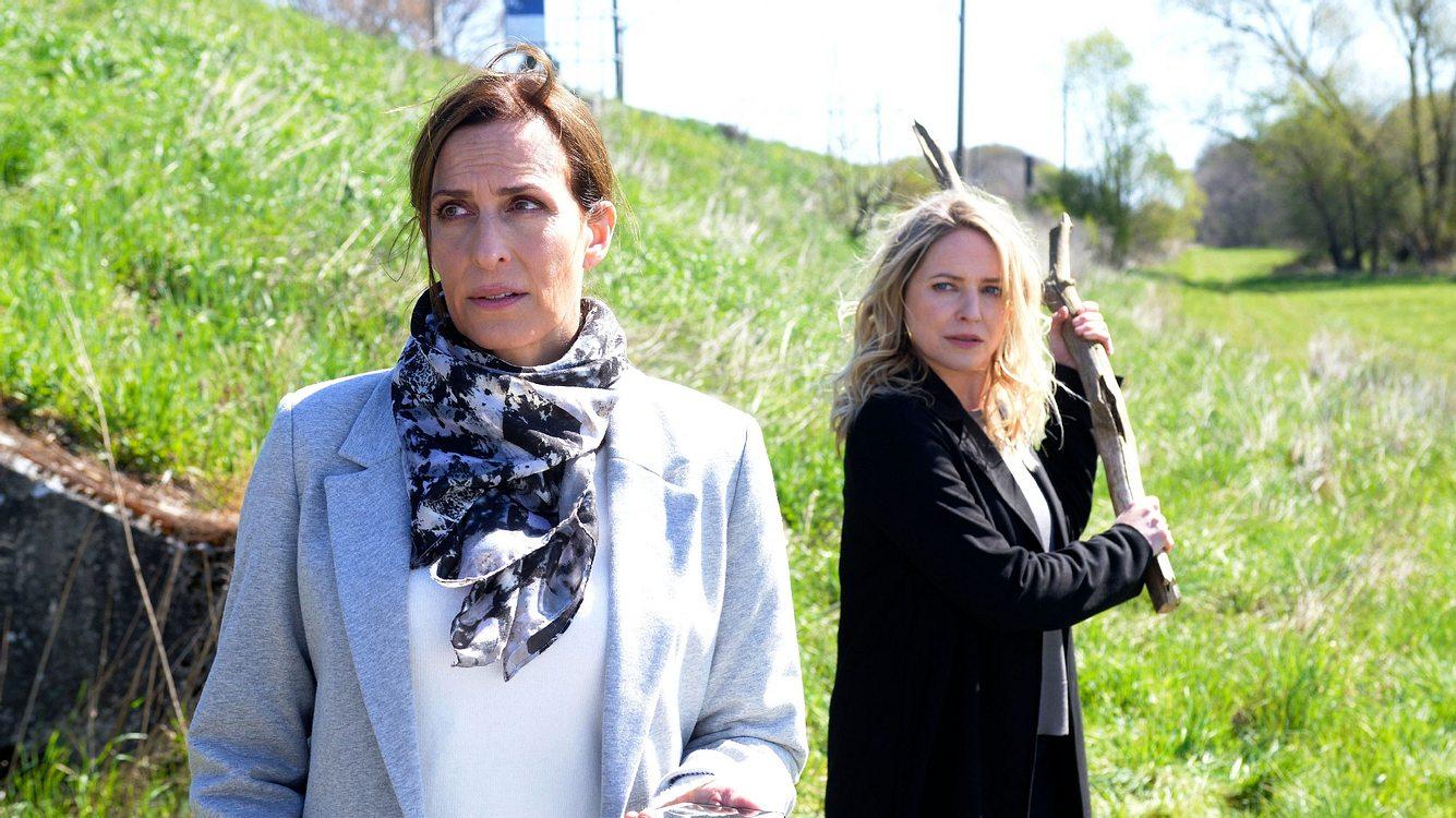 Katrin (Ulrike Frank) und Melanie (Diana Staehly)