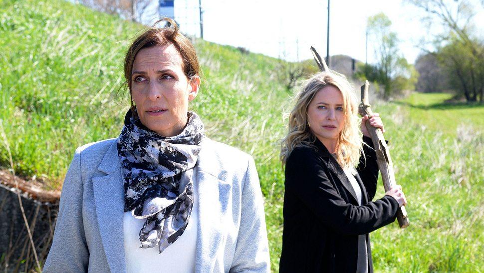 Katrin (Ulrike Frank) und Melanie (Diana Staehly) - Foto: TVNOW/ Rolf Baumgartner