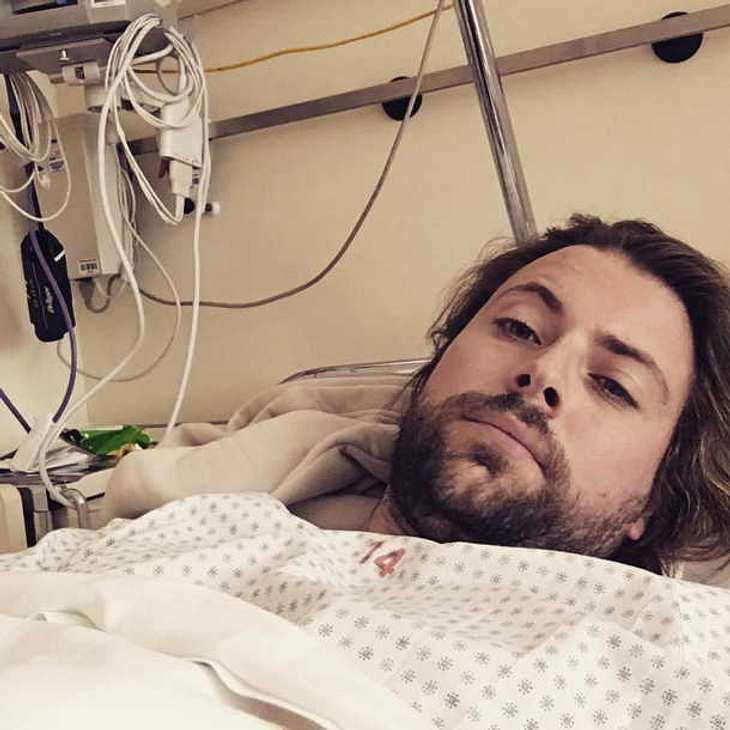 Title *  Große Sorge um Felix von Jascheroff: GZSZ-John poste Krankenhaus-Selfie!