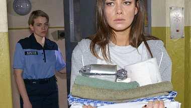 GZSZ-Schock: Nimmt Jasmin die Schuld auf sich und geht freiwillig in den Knast? - Foto:  RTL / Rolf Baumgartner