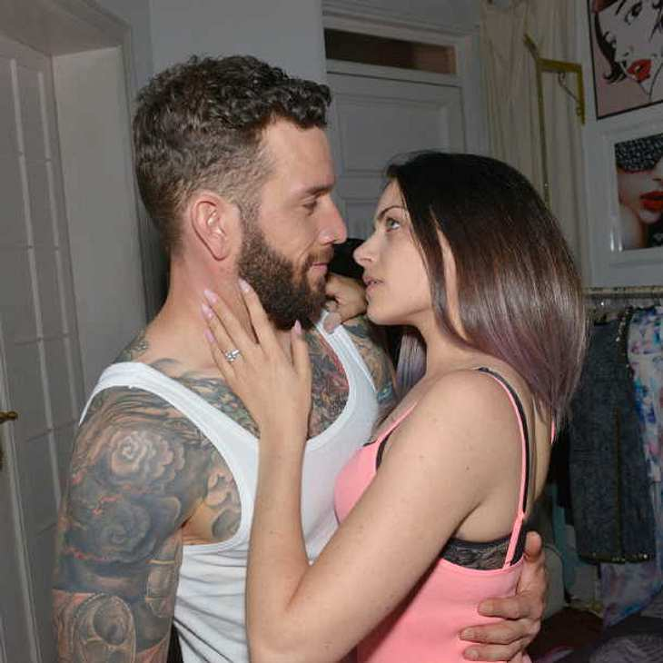 GZSZ-Sex: Emily landet mit Roberto im Bett!