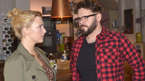 Lilly (Iris Mareike Steen) und Tuner (Thomas Drechsel) - Foto: TVNOW / Rolf Baumgartner