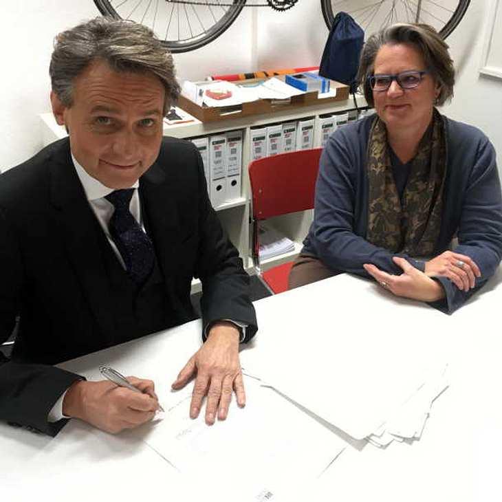 GZSZ-Vertrag verlängert: Wolfgang Bahro bleibt 5 weitere Jahre Dr. Jo Gerner!