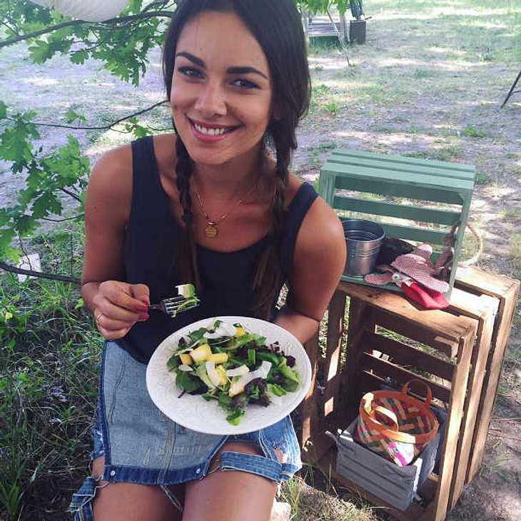 GZSZ-Star Janina Uhse: Vergrault sie ihre Fans mit Facebook-Werbung?
