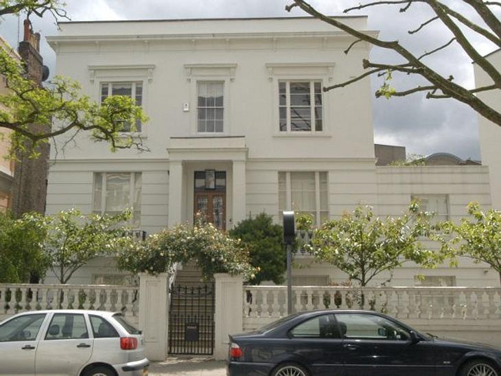 Die Luxus-Häuser der StarsSchlicht, aber trotzdem sehr schick - so lebt Claudia Schiffer in London.