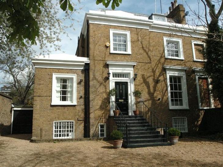 Die Luxus-Häuser der StarsEines von mehreren Häusern ist auch dieses von Jude Law. Der Schauspieler kaufte es nach der Trennung von seiner Frau Sadie Frost in London.