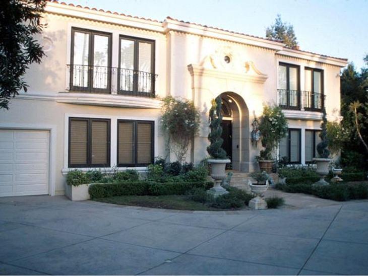 Die Luxus-Häuser der StarsWer kennt es nicht aus dem Fernsehen: das Haus von Ozzy Osbourne und Familie.