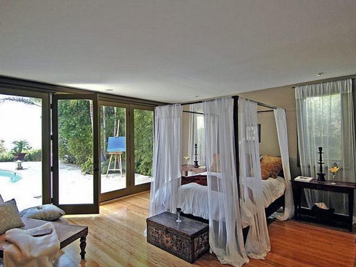 Die Luxus-Häuser der StarsUnd verfügt über mehrere Schlafzimmer im Kolonial-Stil.
