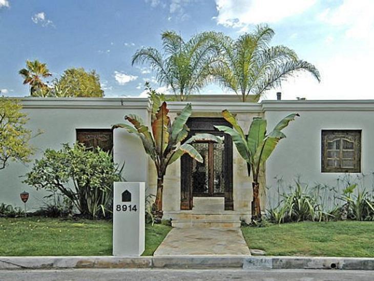 Die Luxus-Häuser der StarsDas Haus von Penelope Cruz können wir uns etwas genauer ansehen, weil sie gerade erst ausgezogen ist: Die Villa in Los Angeles kostet mehr als drei Millionen Dollar.
