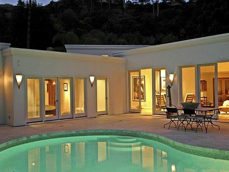 Die Luxus-Häuser der StarsEinem schicken, beleuchteten Pool und...
