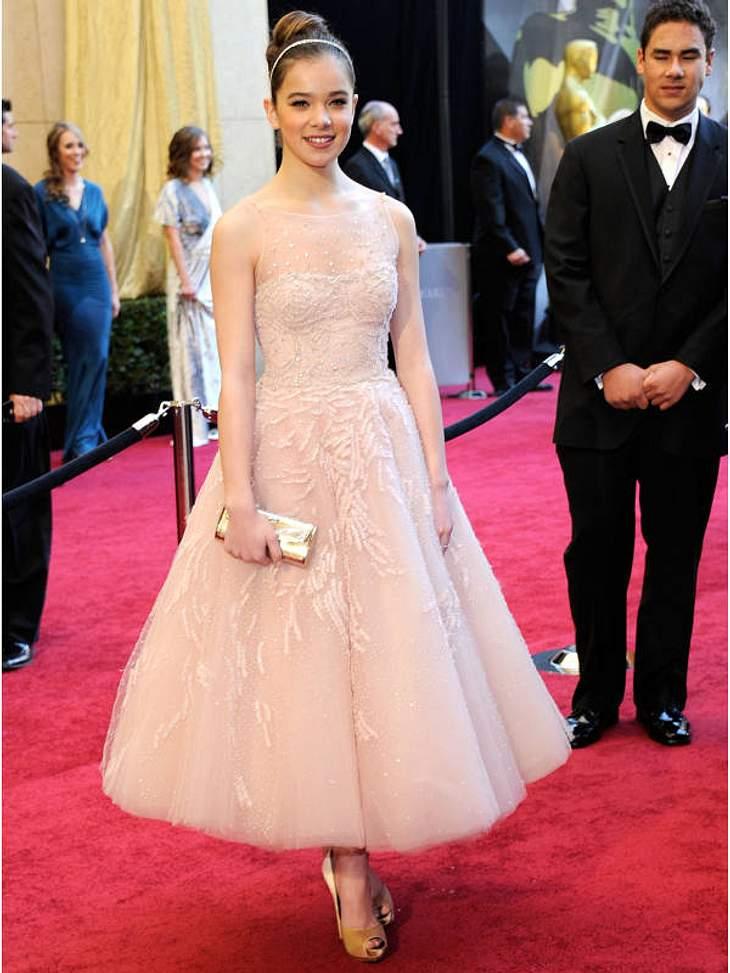 """Oscar-Verleihung 2011: Die Oscar-nominierte  Hailee Steinfeld (14, """"True Grit"""") in einem süßen Tutu-Kleid."""