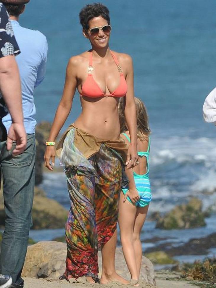 Die Bikini-Geheimnisse der StarsUnfassbar, dass Halle Berry schon 45 Jahre alt ist! In ihrem gestählten Körper steckt aber auch jede Menge Arbeit! Zusammen mit ihrer Personal Trainerin trainiert sie vor allem mit Eigengewicht und maximal 1,