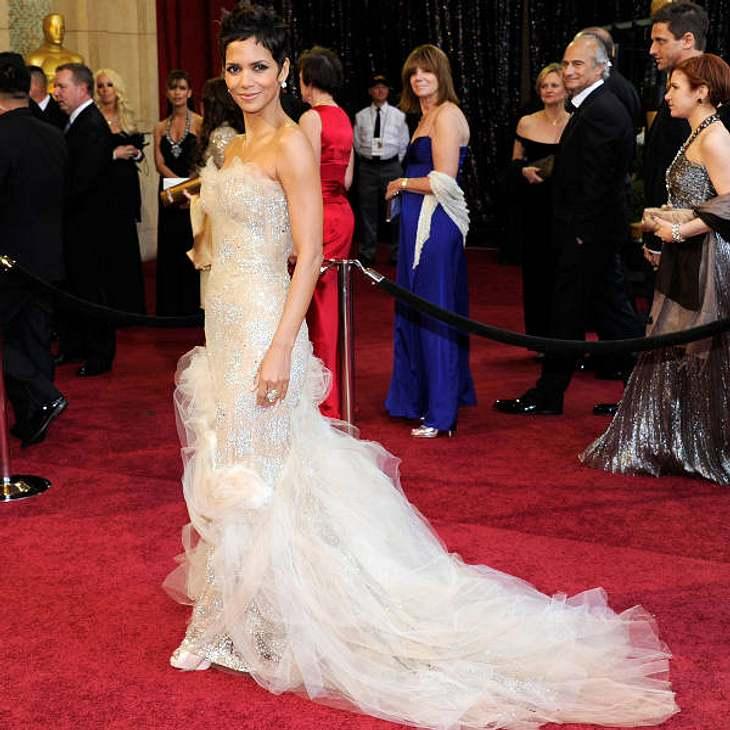 Oscar-Verleihung 2011:  Halle Berry in einem Traumkleid mit viel Tüll von Marchesa.