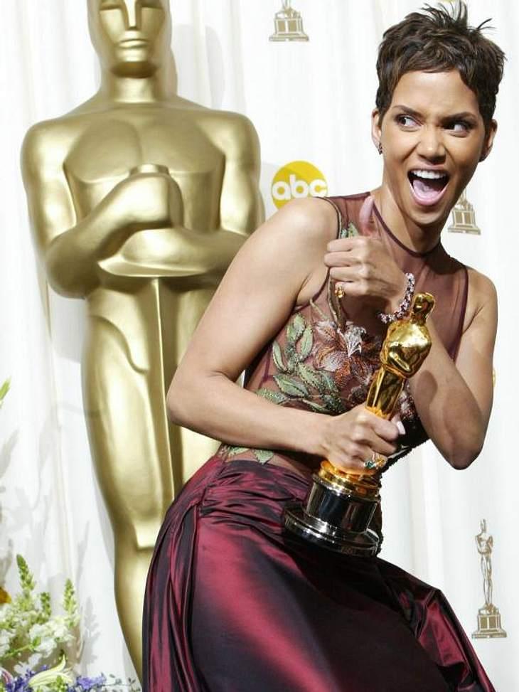 """Oscar-Mythen Auch  Halle Berry war eine der Frauen, deren Mann mit dem großen Erfolg ihrer Partnerin nicht Leben konnten. 2002 bekam Halle den Oscar für """"Monster's Ball"""" und bedankte sich noch bei ihrem Ehemann Eric Benet. 2003 wa"""