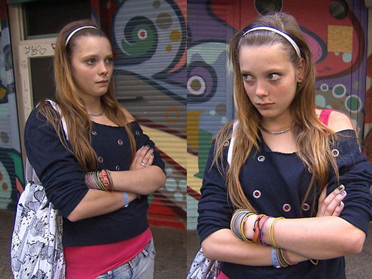 """Ein schlichtes Armband tut's bei """"Berlin - Tag & Nacht""""-Hanna nicht. Nö, der Arm muss schon mit jede Menge bunter Ketten umwickelt sein. Dazu trägt die 18-Jährige einen blauen Nietenpulli über ein knalliges Top, so kommt der L"""