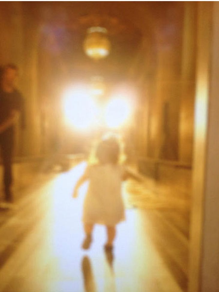 Harper Seven Beckham macht ihre ersten Schritte auf dem Laufsteg