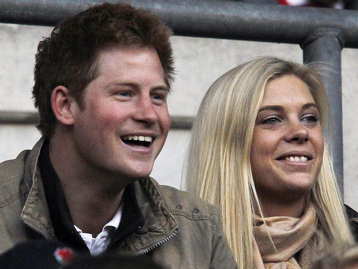 Berühmte Paare und ihre On-Off-LiebeDrei Trennungen in sieben Jahren: Prinz Harry (27) und Chelsy Davy (26) können ganz offenbar nicht mit-, aber auch nicht ohne einander. Und jetzt kam heraus: Die beiden treffen sich wieder. Alle Zeichen d