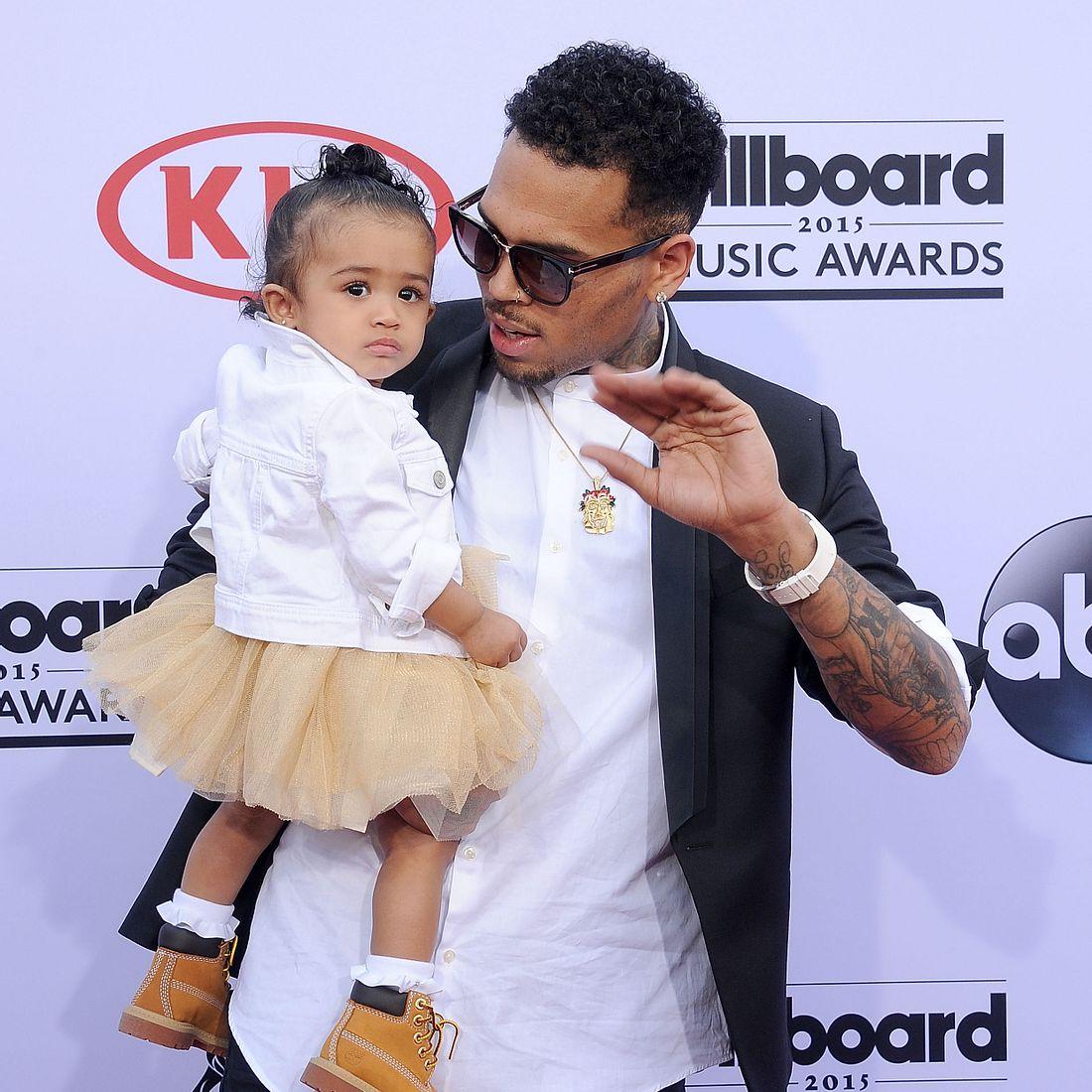 Rauchte Chris Brown neben seiner Tochter?