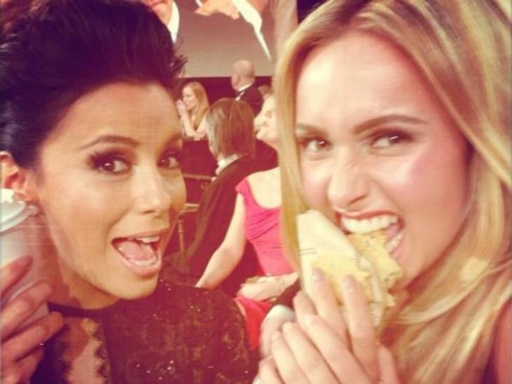 Das beste an Partys ist immer das Essen! Hayden Panettiere (23) und Eva Longoria (37) sehen das bei den Golden Globes ganz genauso!