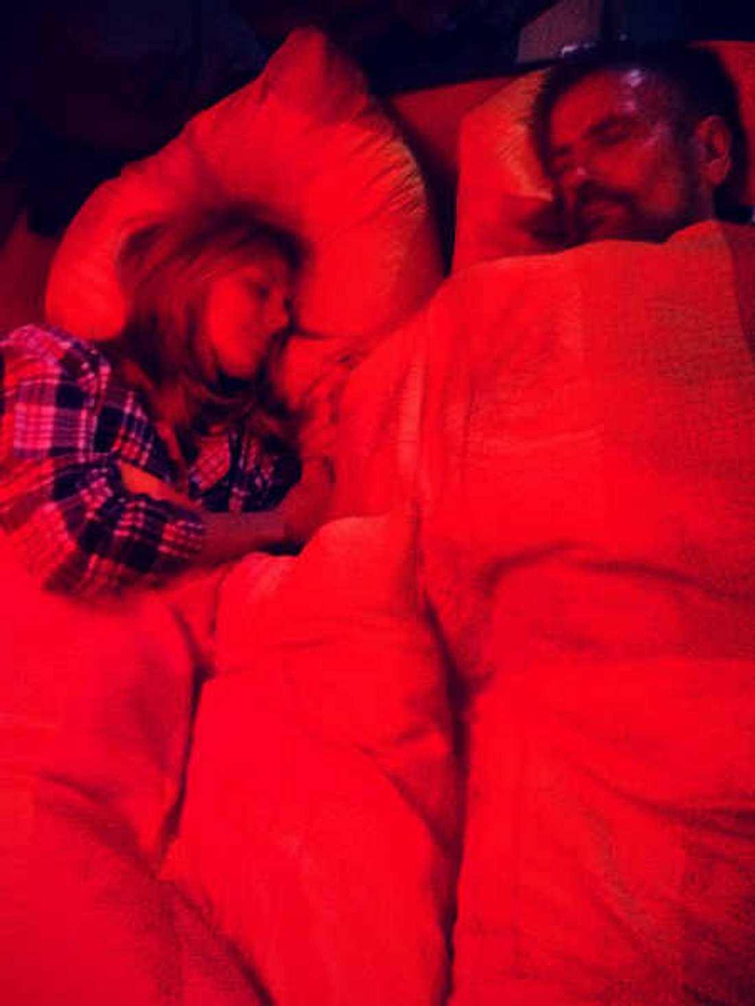 Heidi Klum im Bett mit ihrem Papa.