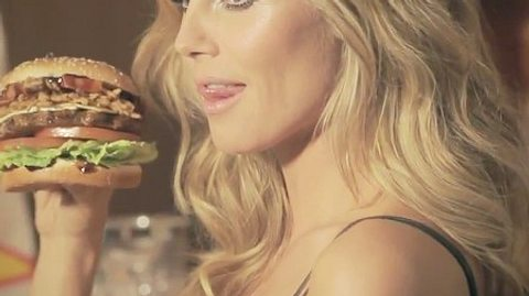 Heidi Klum im sexy Burger-Werbespot - Foto: Youtube/Carls Jr.