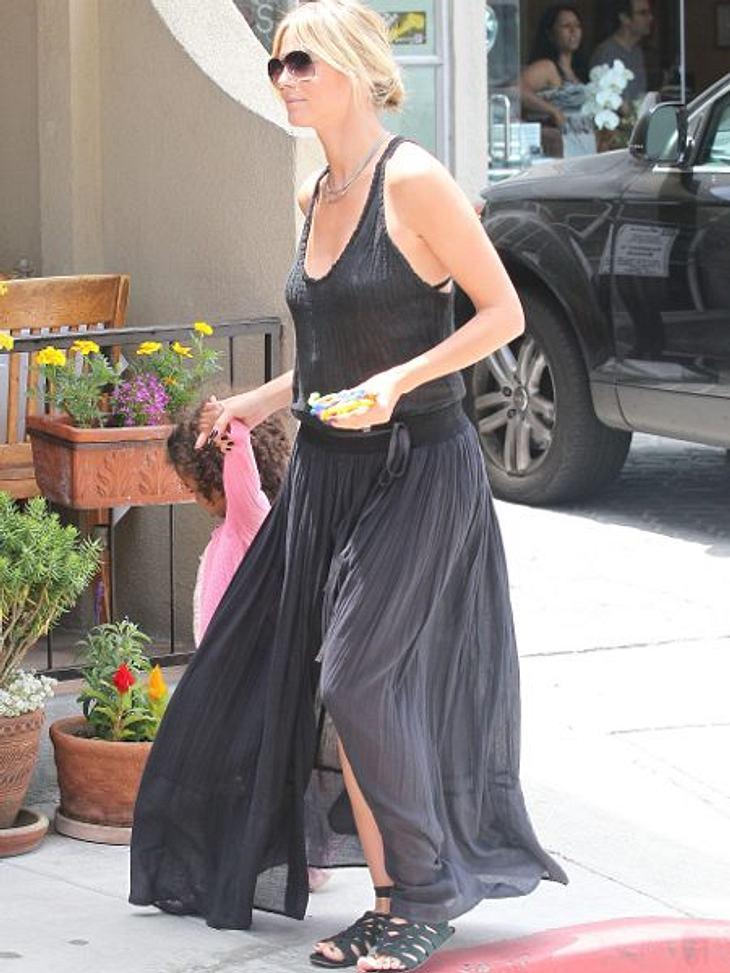 Heidi Klum: Vom Topmodel zum ModemuffelHeidi Klum hat einen tollen Körper. Totale Verschwendung, wenn man ihn unter solchen Sackkleidern versteckt.