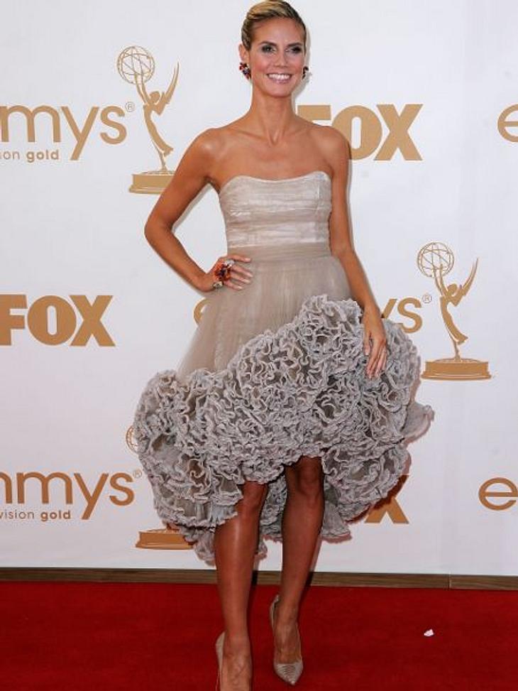 """Die Luxus-Ballkleider der StarsWie bei einer  Märchenhochzeit: Im Luxus-Ballkleid fühlt sich eine Frau fast wie eine Prinzessin. Deshalb lieben es die Promi-Ladys, """"ganz in Weiß"""" über den roten Teppich zu schreiten. Diesen Luxus g"""