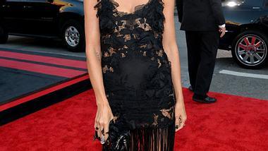 Heidi Klum kam zu den AMAs im schwarzen Kleid. - Foto: Michael Buckner / Getty Images