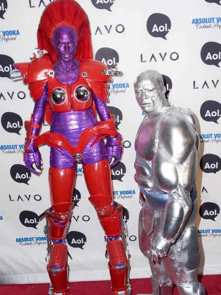 So feiern die Stars HalloweenHeidi Klum gibt jedes Jahr eine riesige Halloween-Party und setzt besonders hohe Ansprüche an ihr eigenes und an das Kostüm ihres Mannes Seal. Letztes Jahr waren sie Transformer-Heidi und Cyber-Seal.