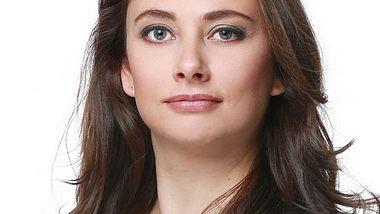 Heike Warmuth spielt Carmen Bauer bei AWZ - Foto: RTL / Stefan Gregorowius