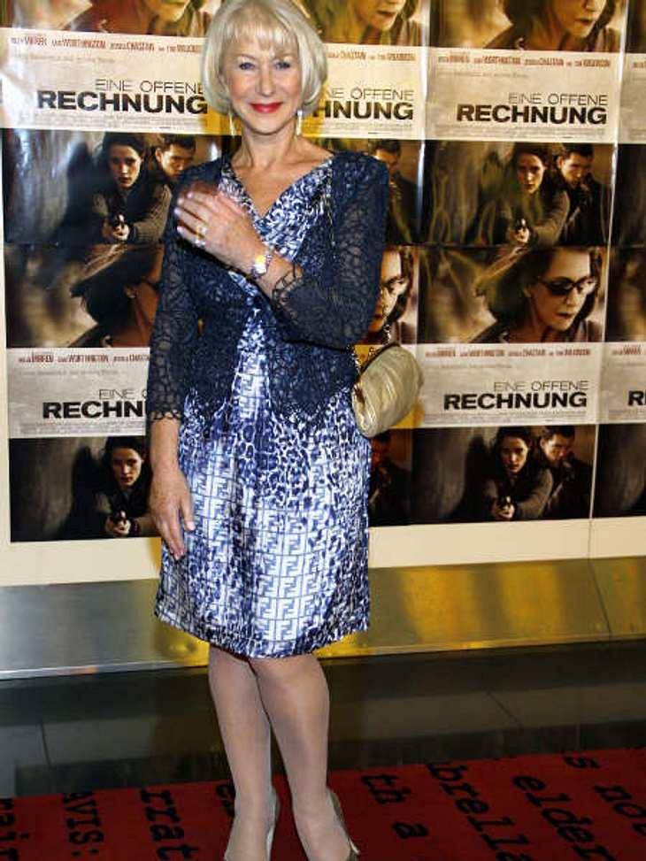 """Star-Style: Die größten Fashion-Fiaskos im SeptemberOma-Outfit Hellen Mirren wurde erst in diesem Jahr mit dem Titel """"Best Body"""" ausgezeichnet. Kein Grund diesen Traumkörper in so einen häßlichen Fummel zu hüllen."""