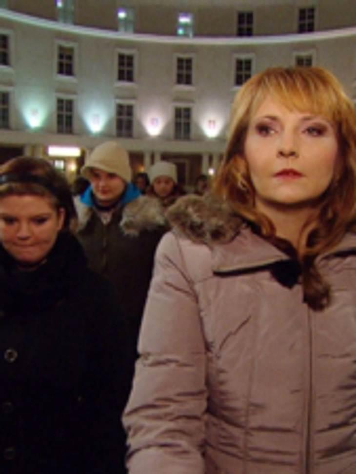 Helena Fürst trifft eine krasse Entscheidung: Sie stürmt eine Weihnachtsfeier!