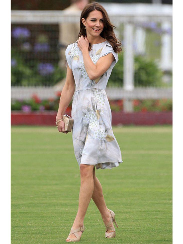 Die Hochzeitsdiäten der StarsEs war die Hochzeit des Jahres - kein Wunder, dass Kate Middleton (30) an ihrem großen Tag ganz besonders perfekt aussehen wollte. Dafür hungerte sich die ohnehin schon schlanke Kate ganze acht Kilo runter. Dazu