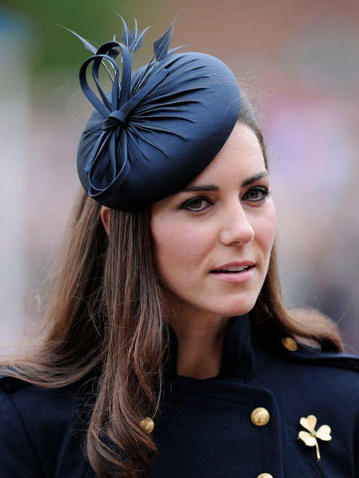Die Verlobungsringe der StarsEs ist der Verlobungsring von Herzogin Catherine (30). Früher gehörte dieser Ring Prinz Williams (29) Mutter Lady Diana (†36). Dieser Ring ist 33.000 Euro wert.