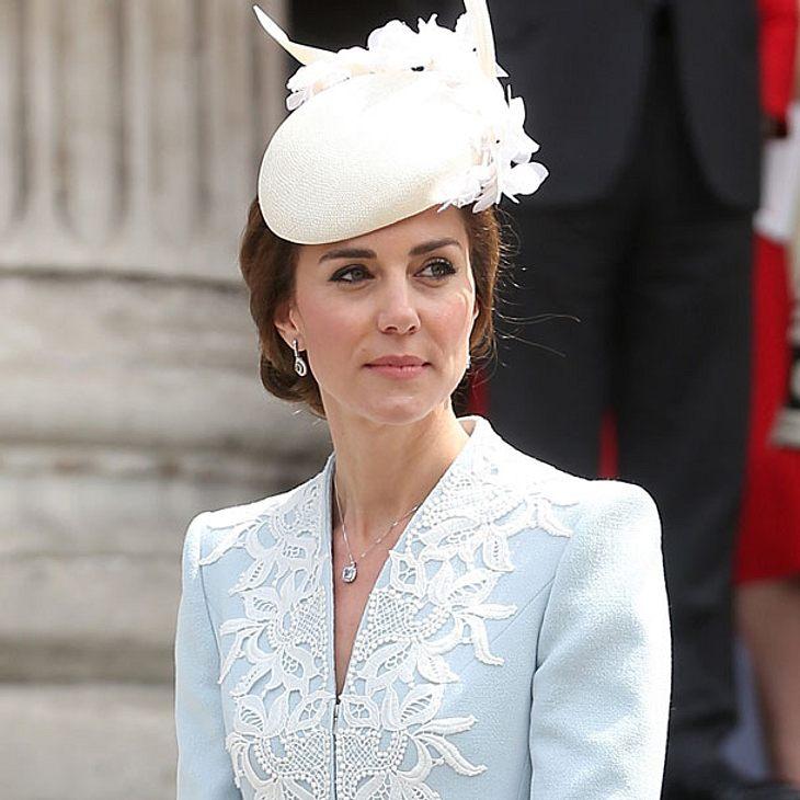 Herzogin Kate - Kniefrei beim Queen Geburtstag