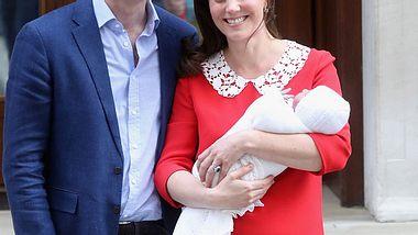 Herzogin Kate und Prinz William präsentieren ihren kleinen Prinzen - Foto: Getty Images