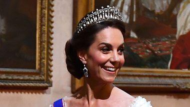 Mit diesem Look gedenkt sie Lady Diana!