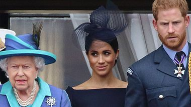 Herzogin Meghan, Prinz Harry und die Queen - Foto: imago images / APress