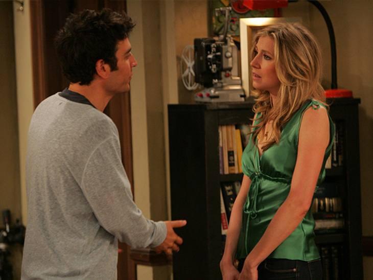 """How I Met Your Mother: Die coolste Clique im TV!,Stella: """"Du starrst auf meine Brüste."""" Ted: """"Zur Verteidigung.... Sie haben mich angeschaut.""""(Folge: """"Der Lückenfüller"""", 3. Staffel von """"How I Met Your Moth"""
